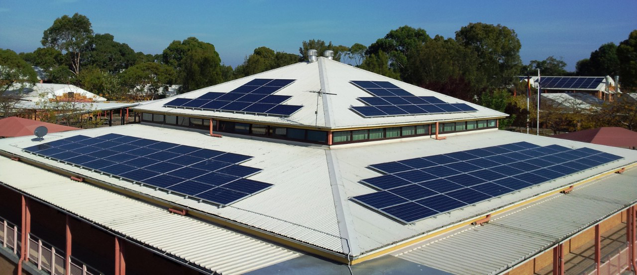 picture of the library solar panels at 188体育官网
